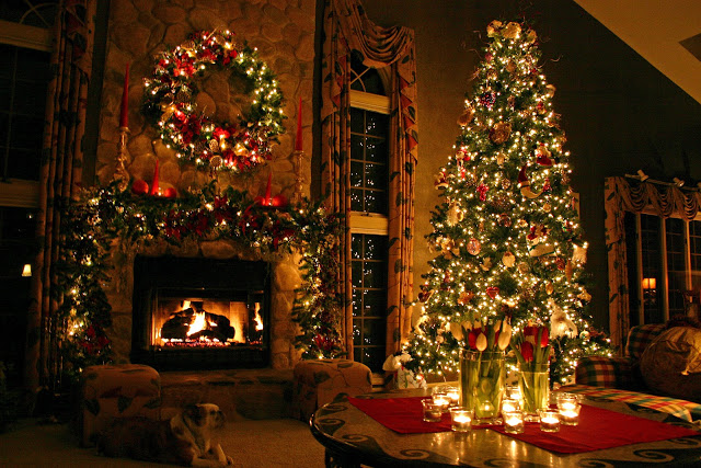 christmas_tree_by_dreamingindigital-dg01qd1.jpg